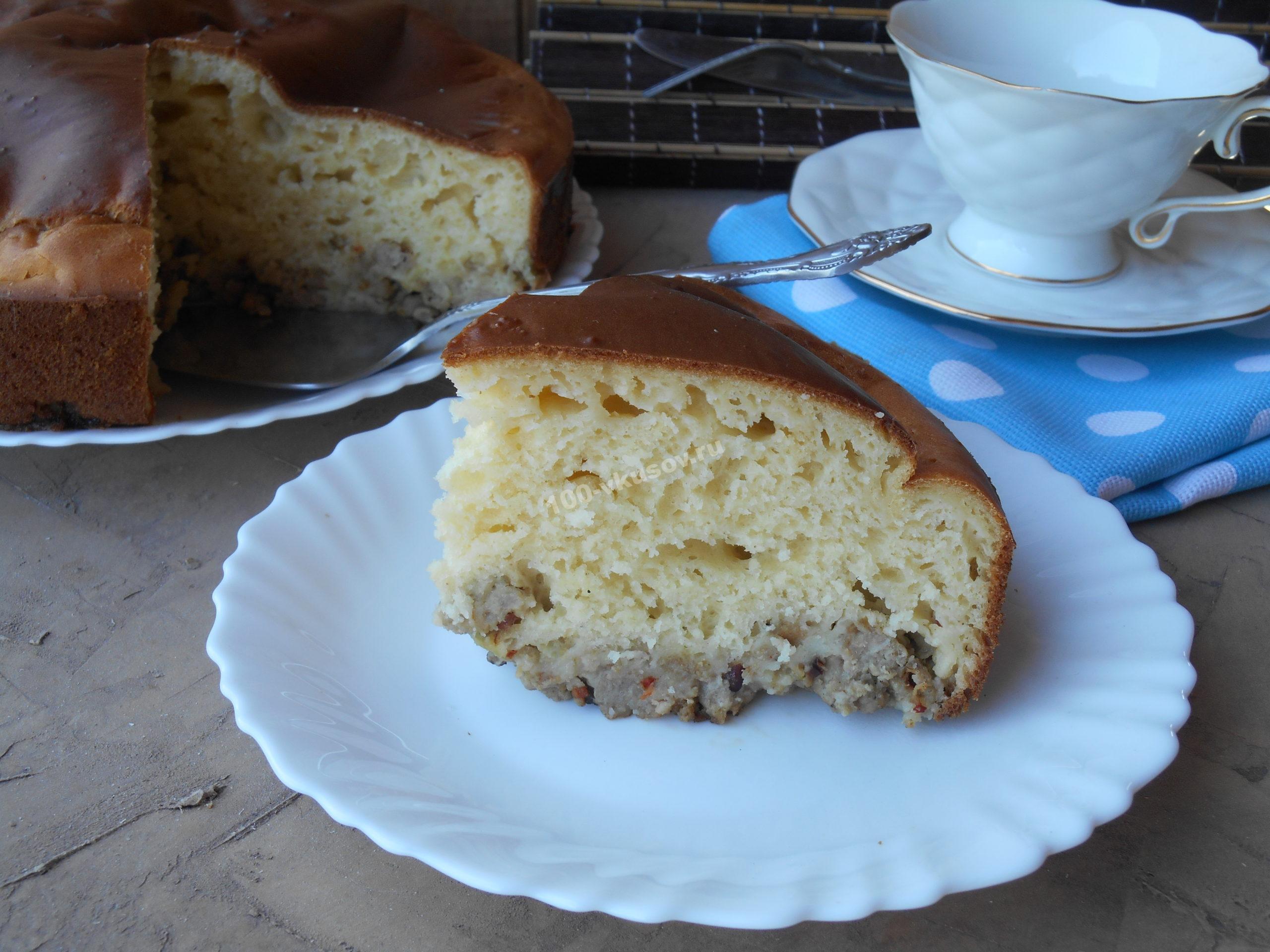 Порция пирога на тарелке