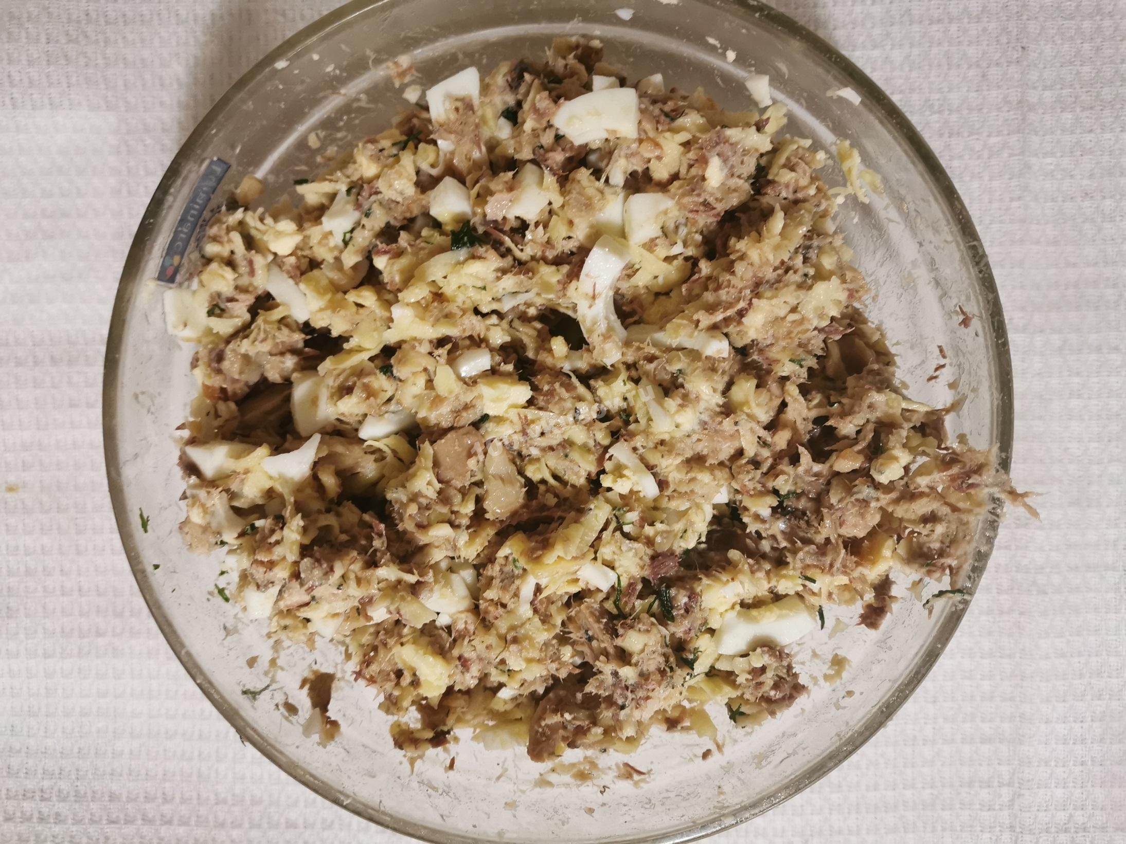 Смешиваем ингредиенты для содержимого пирога