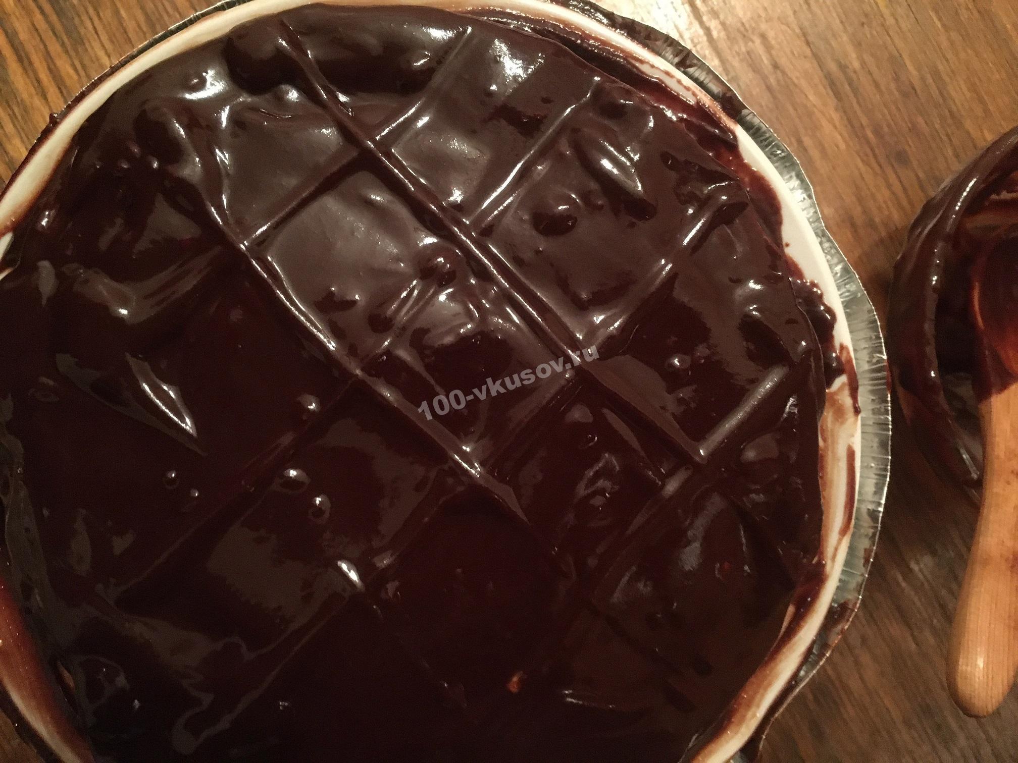 Покрываем торт глазурью