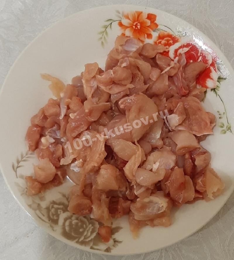 Режем куриное мясо