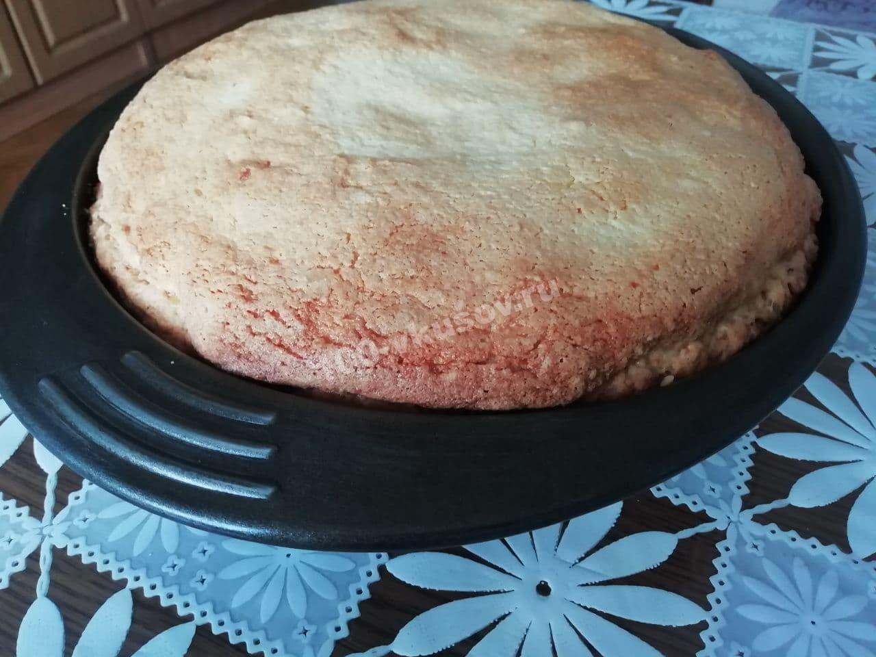 Готовый творожно-банановый пирог