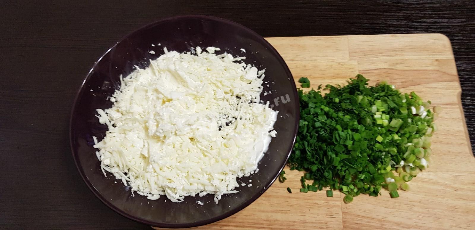 Измельченные сыр и зелень для начинки