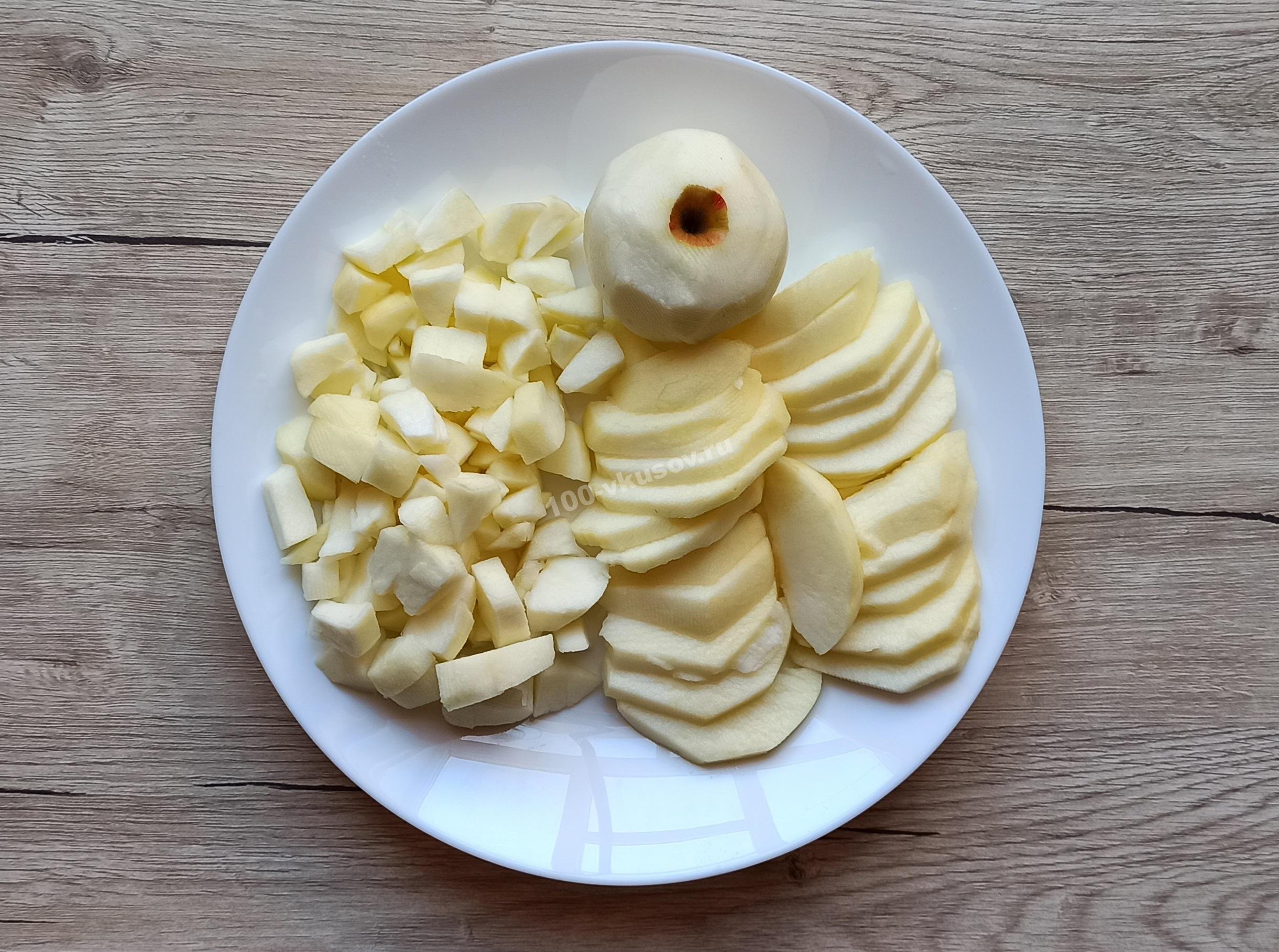 Очищенные и измельченные яблоки