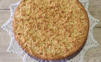 Тертый пирог с яблоком