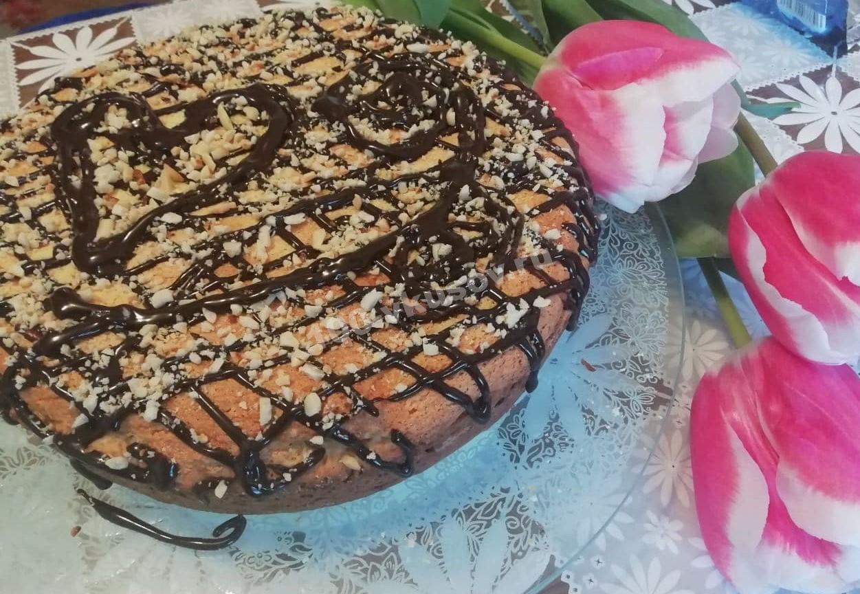 Творожно-банановый пирог с орехами и шоколадом