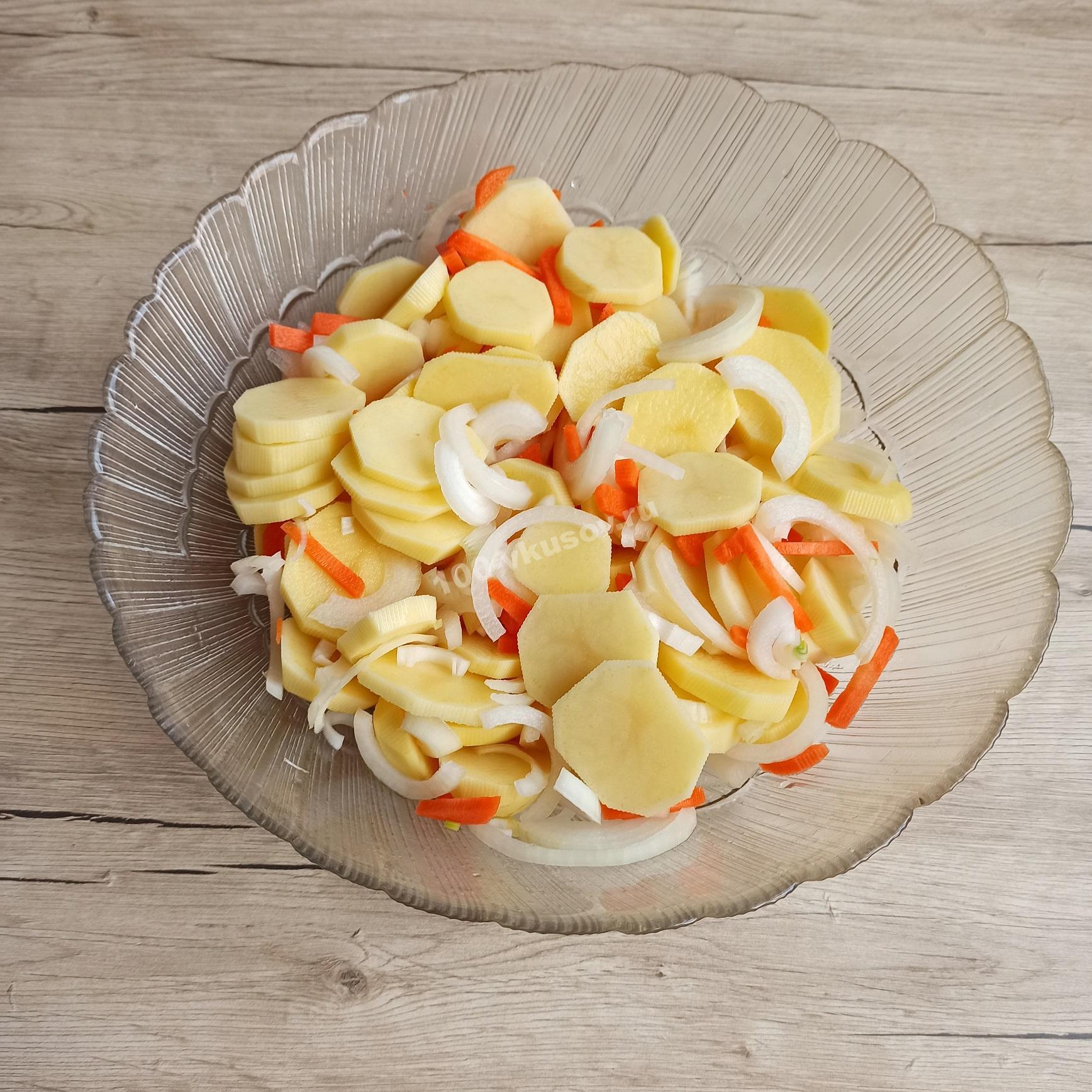 Картофель с луком и морковью