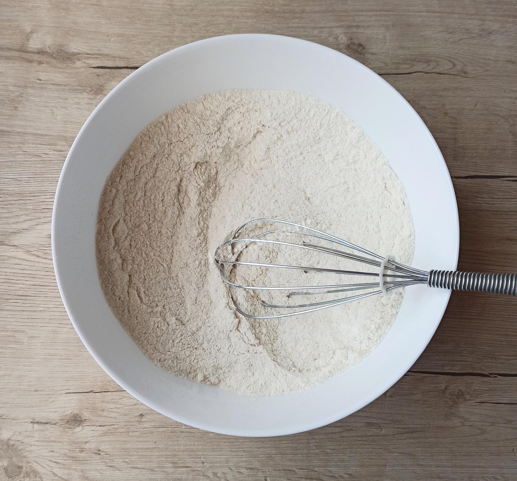 Просеянная мука с сахарным песком