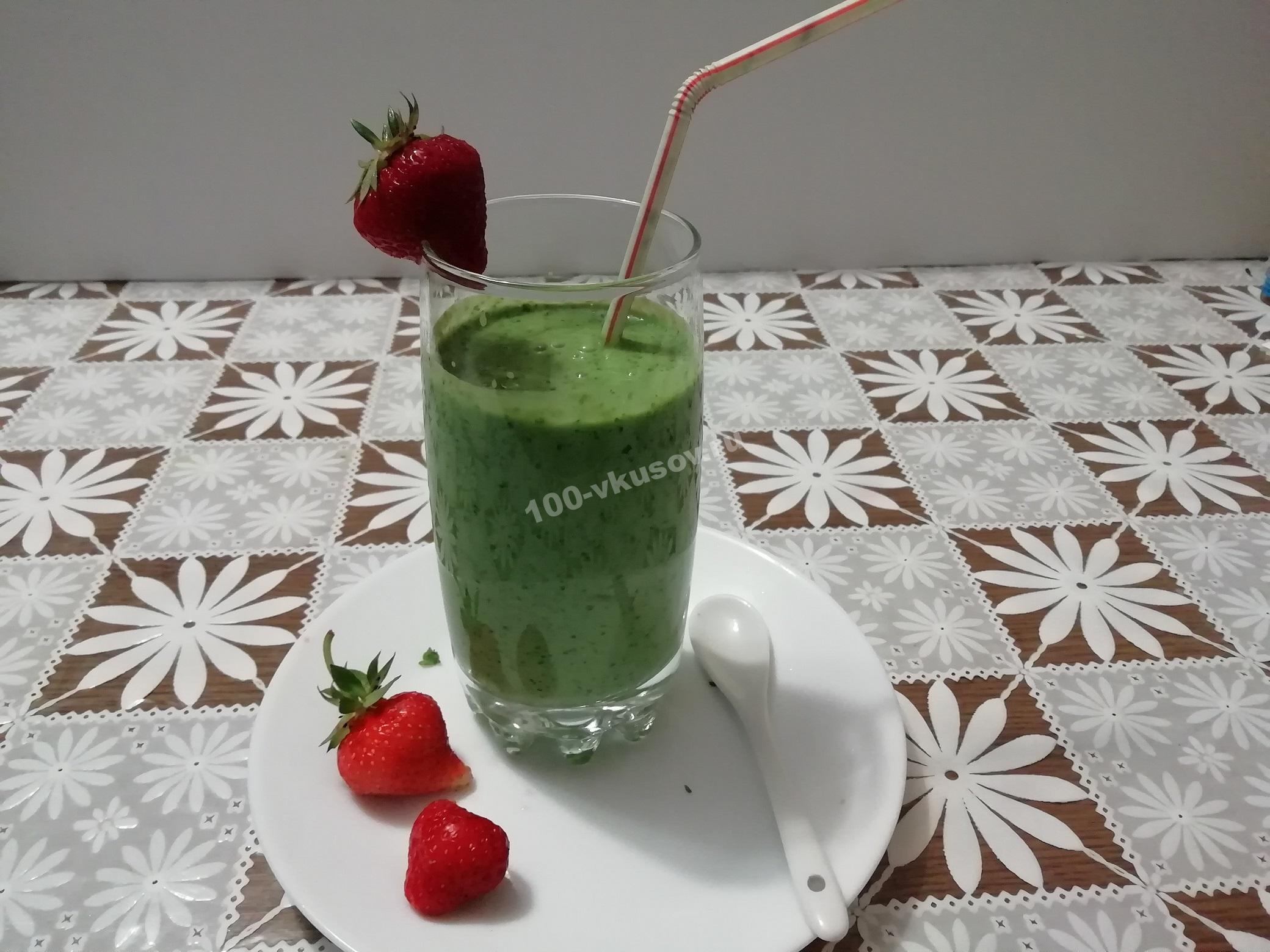Кефирный смузи со свежей зеленью