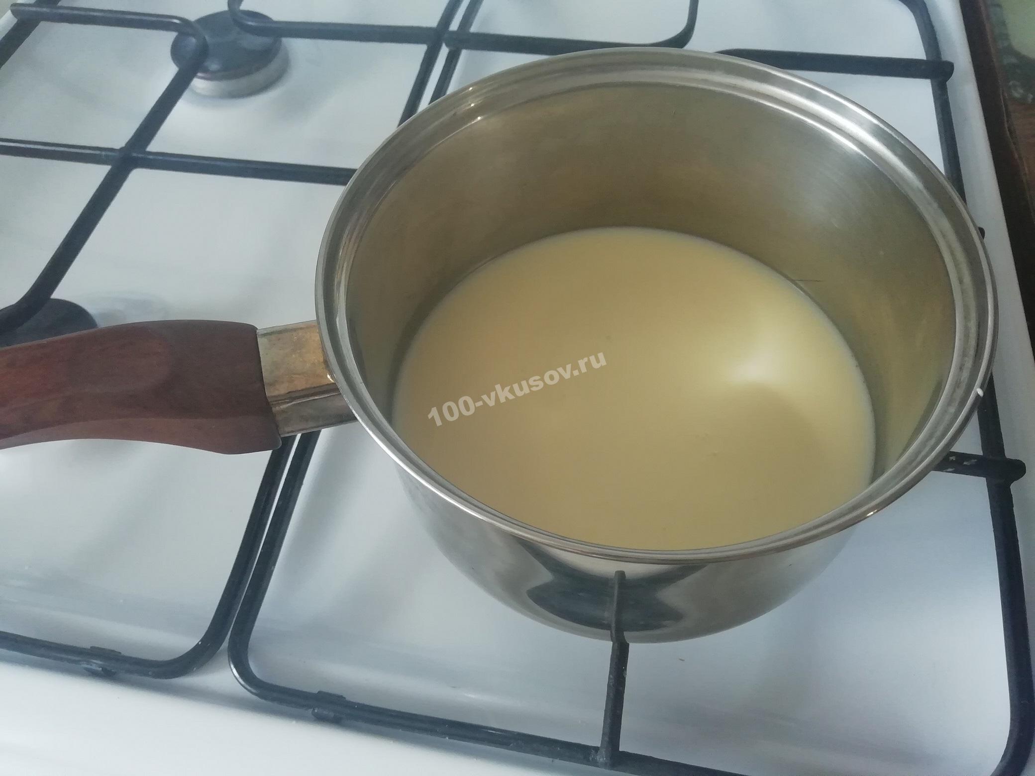 Нагреваем молоко для крема