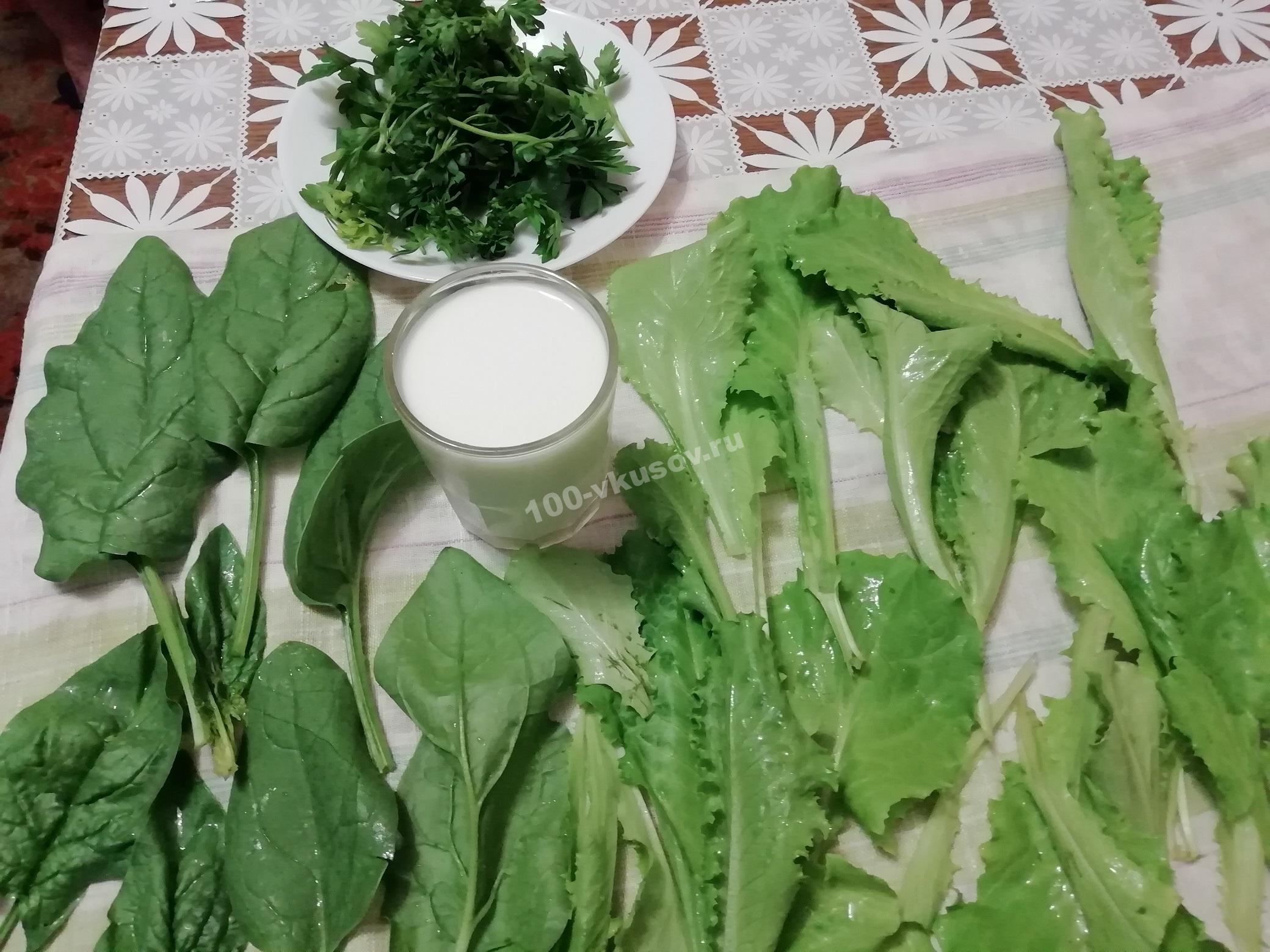 Подготавливаем ингредиенты для кефирного смузи