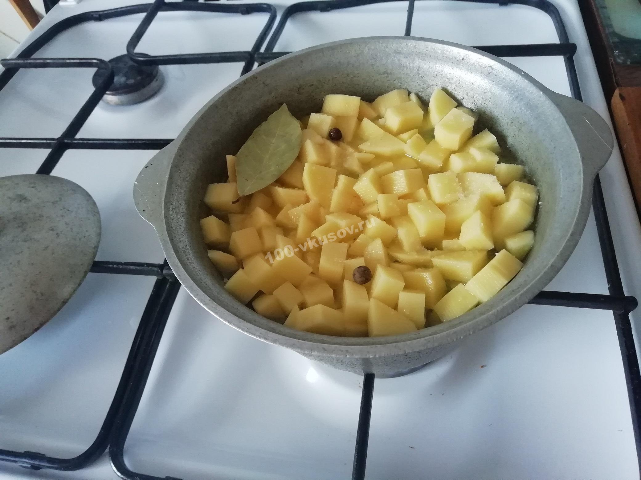 Добавляем картофельный слой