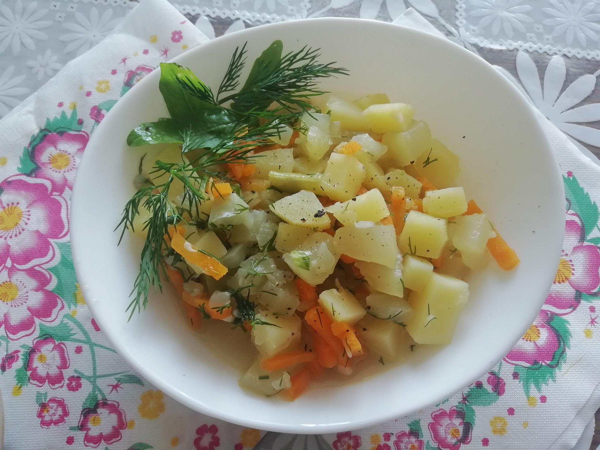 Кабачки тушеные с овощами и картофелем