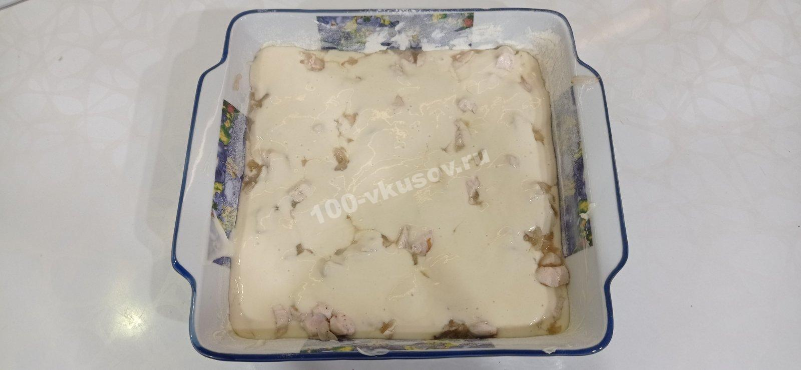 Заливной пирог с курицей в форме для выпечки