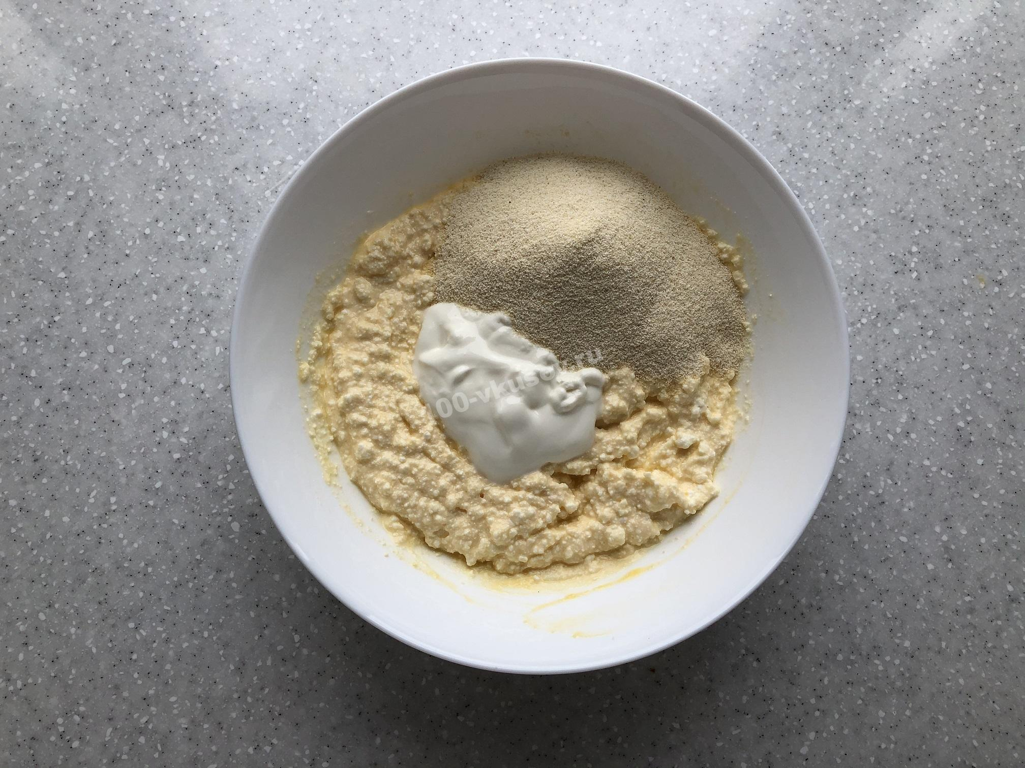 Замешиваем творожное тесто для запеканки