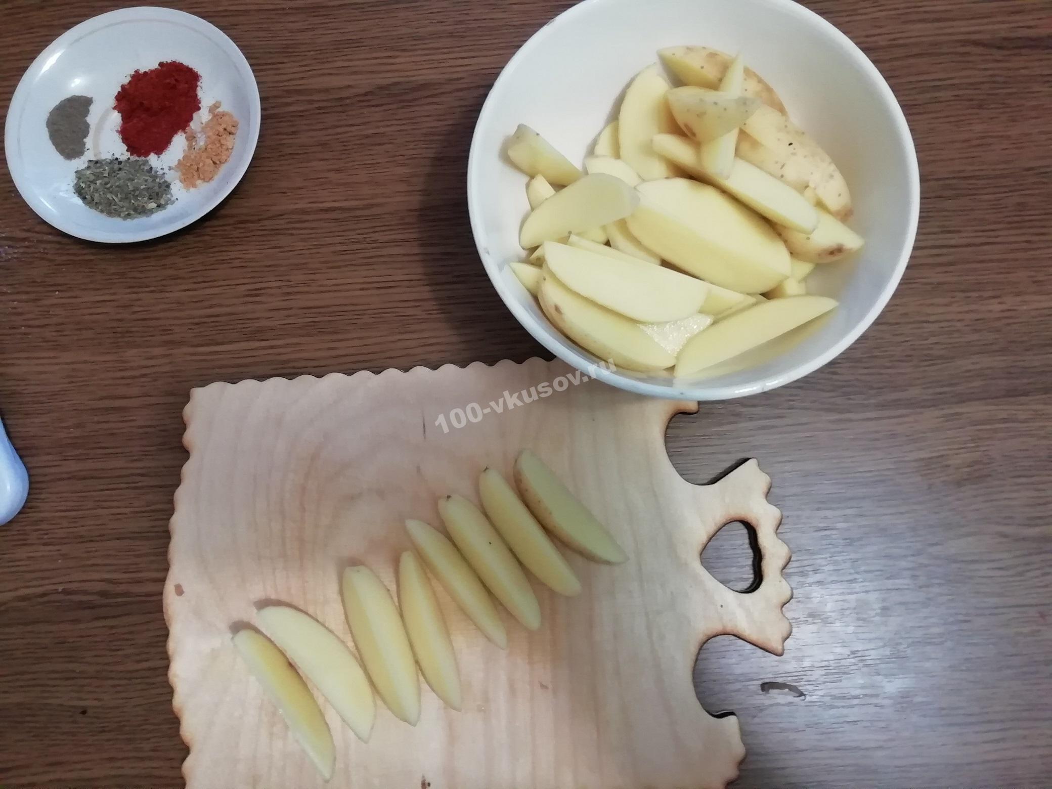 Картофель, нарезанный ломтиками