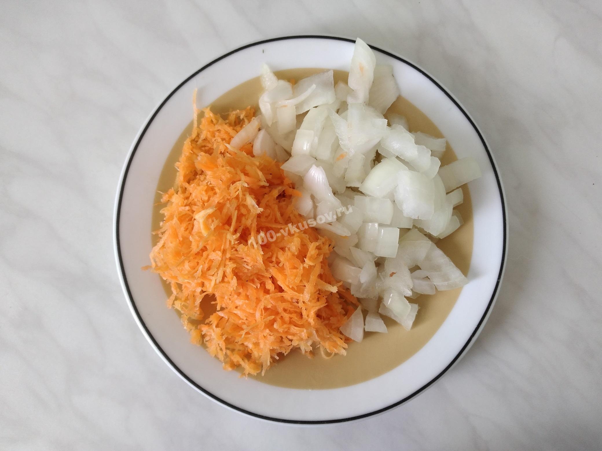 Морковь и лук для гречневого супа