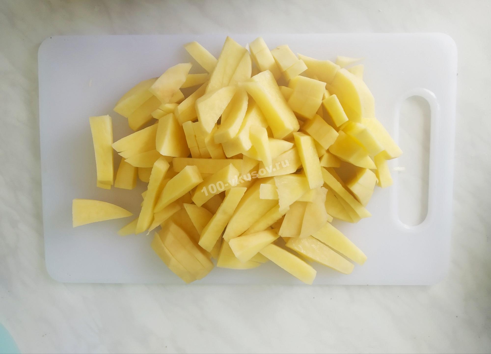 Нарезанный картофель для жарки