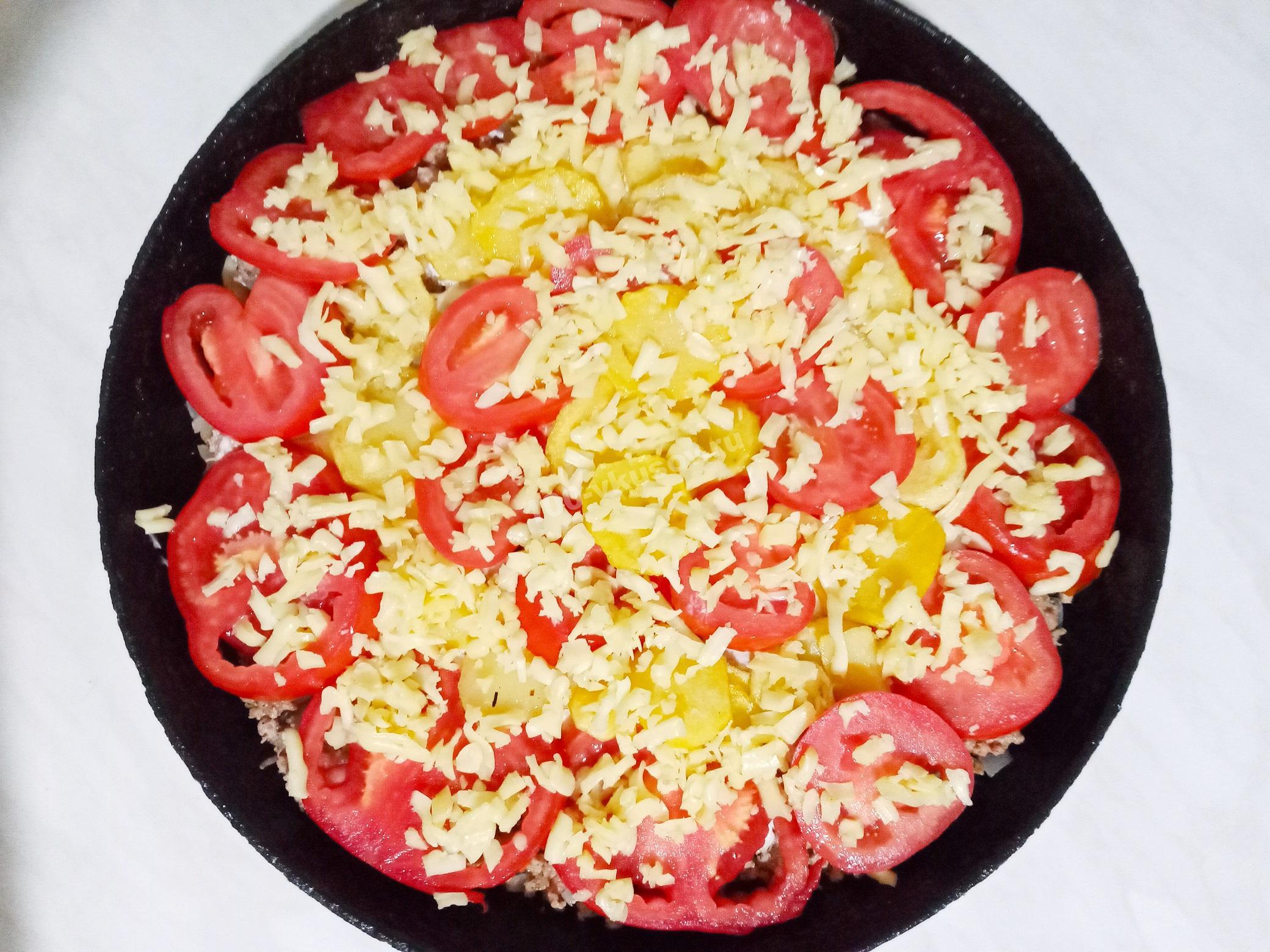Посыпать запеканку натертым сыром