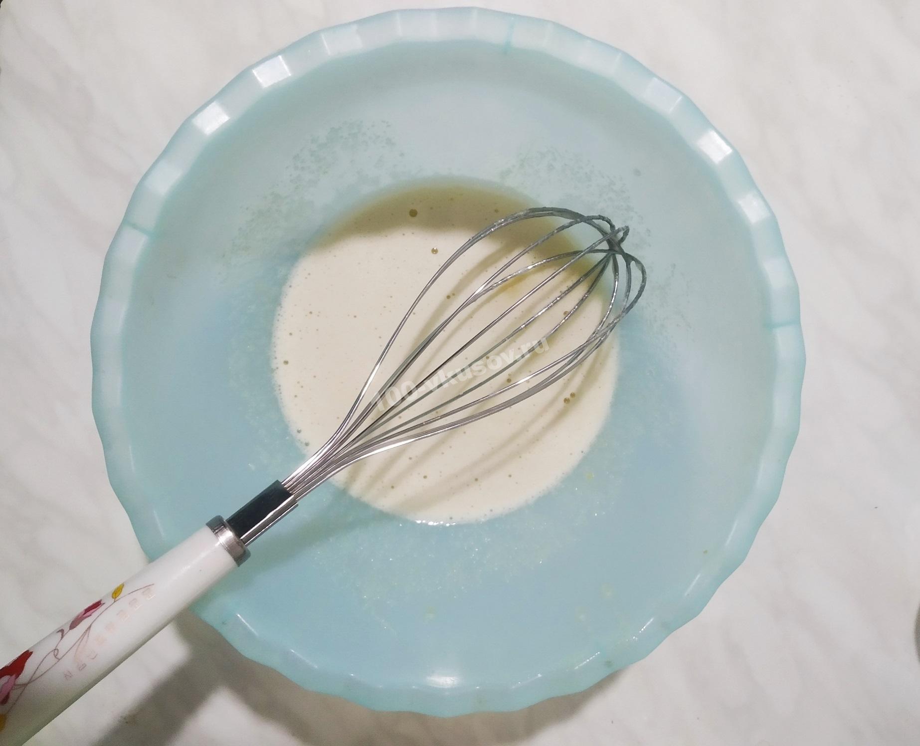 Взбиваем яйцо с сахаром