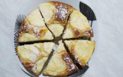 Заливной пирог с творогом на кефире