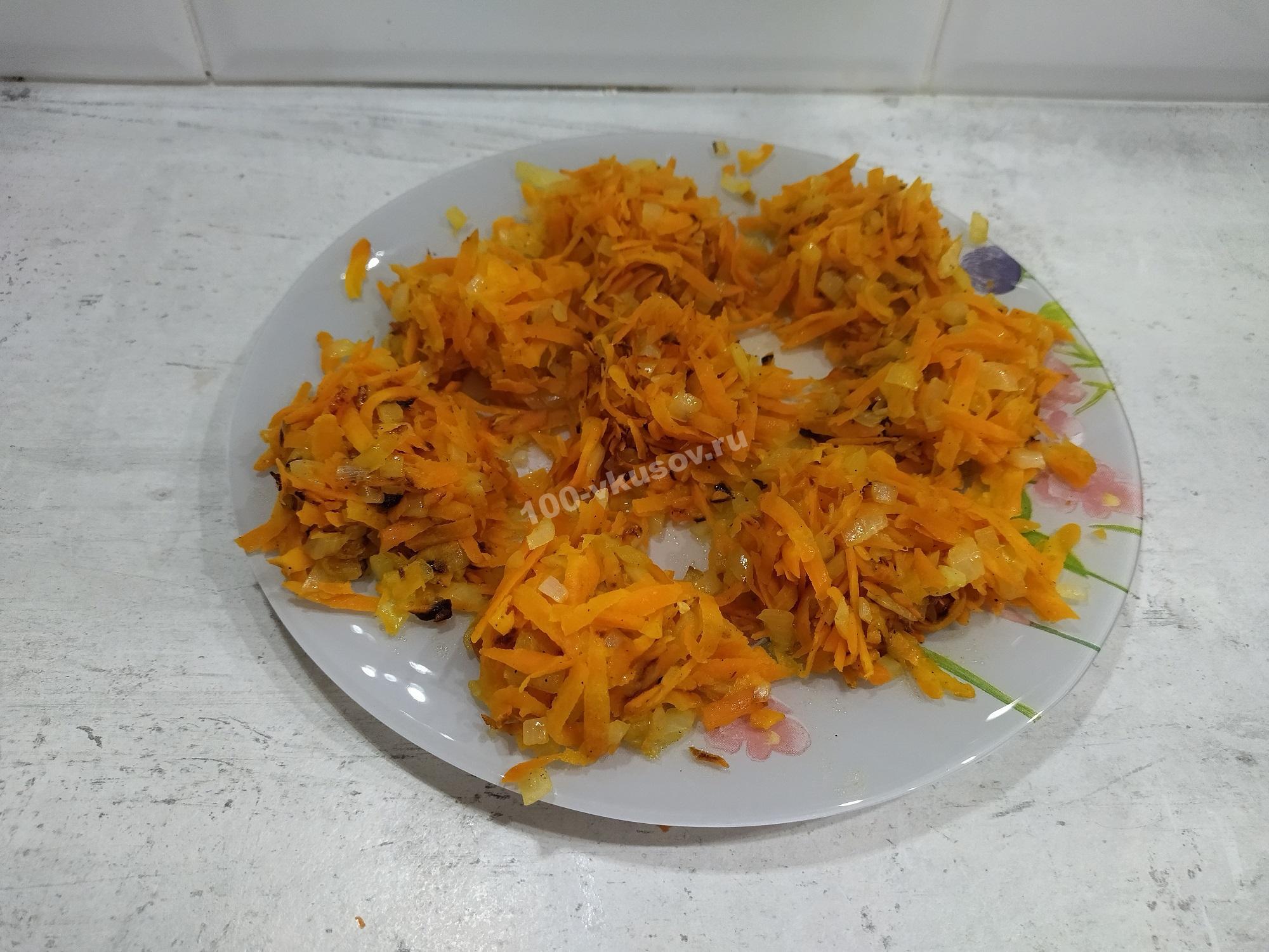 Начинка из обжаренных лука и моркови