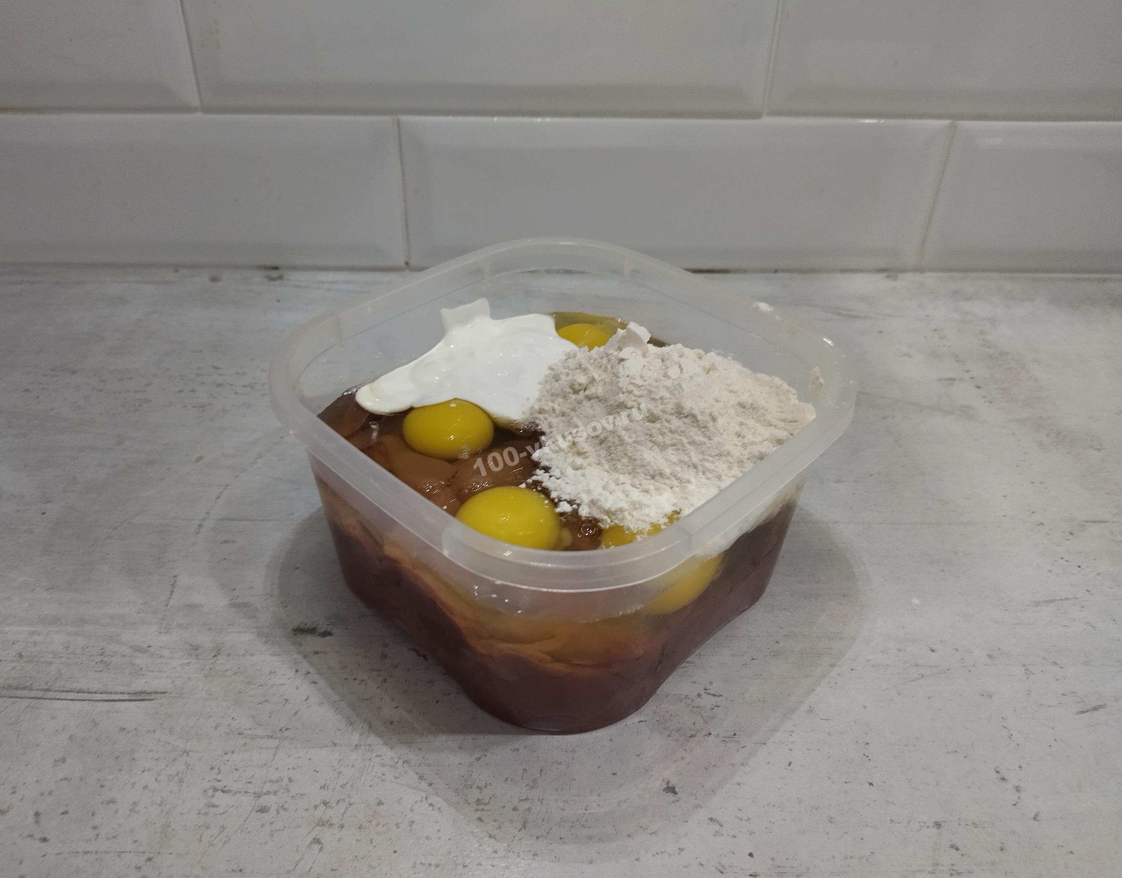 Печень, яйца, сметана и мука