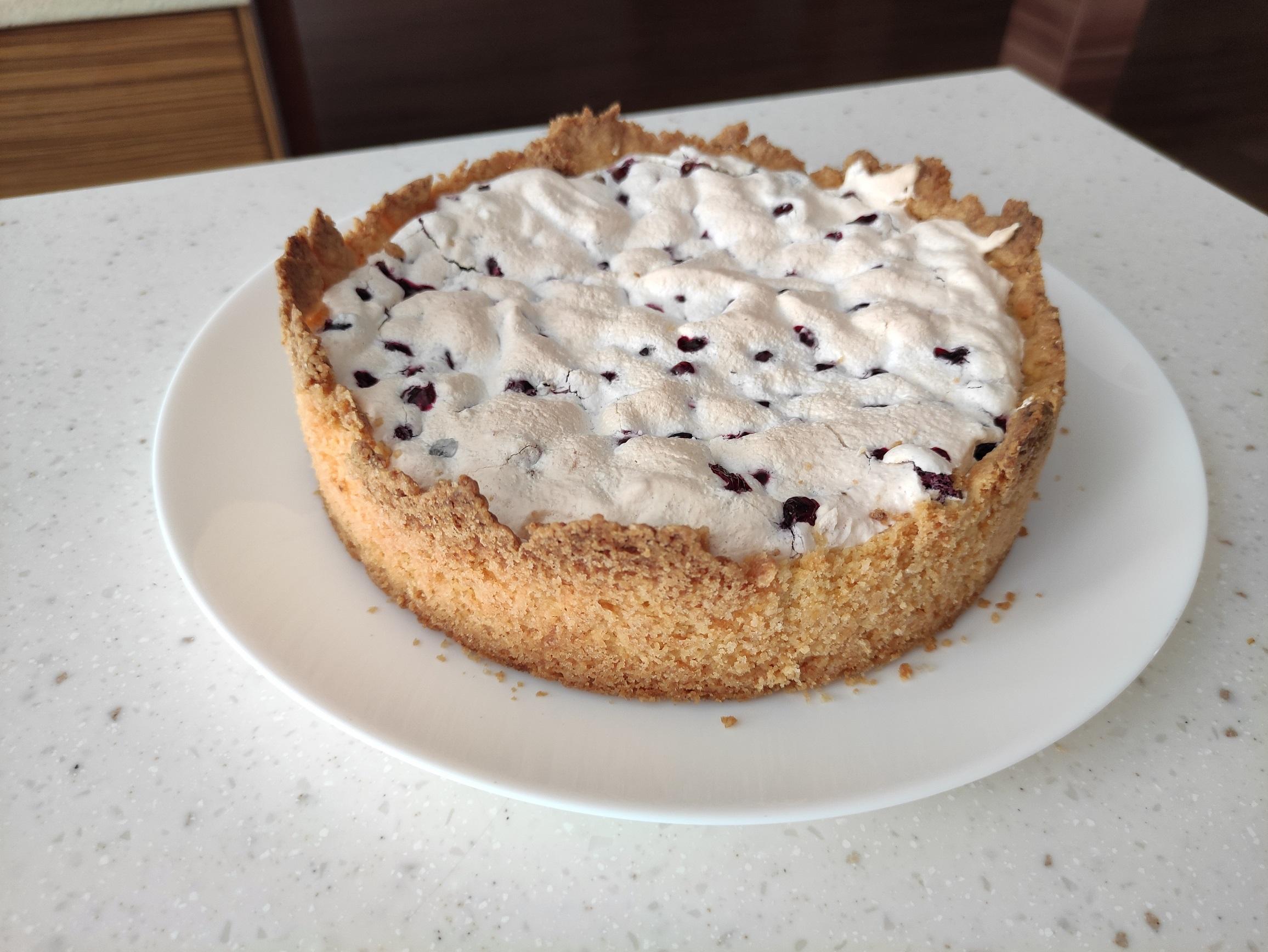 Песочный пирог с замороженной смородиной