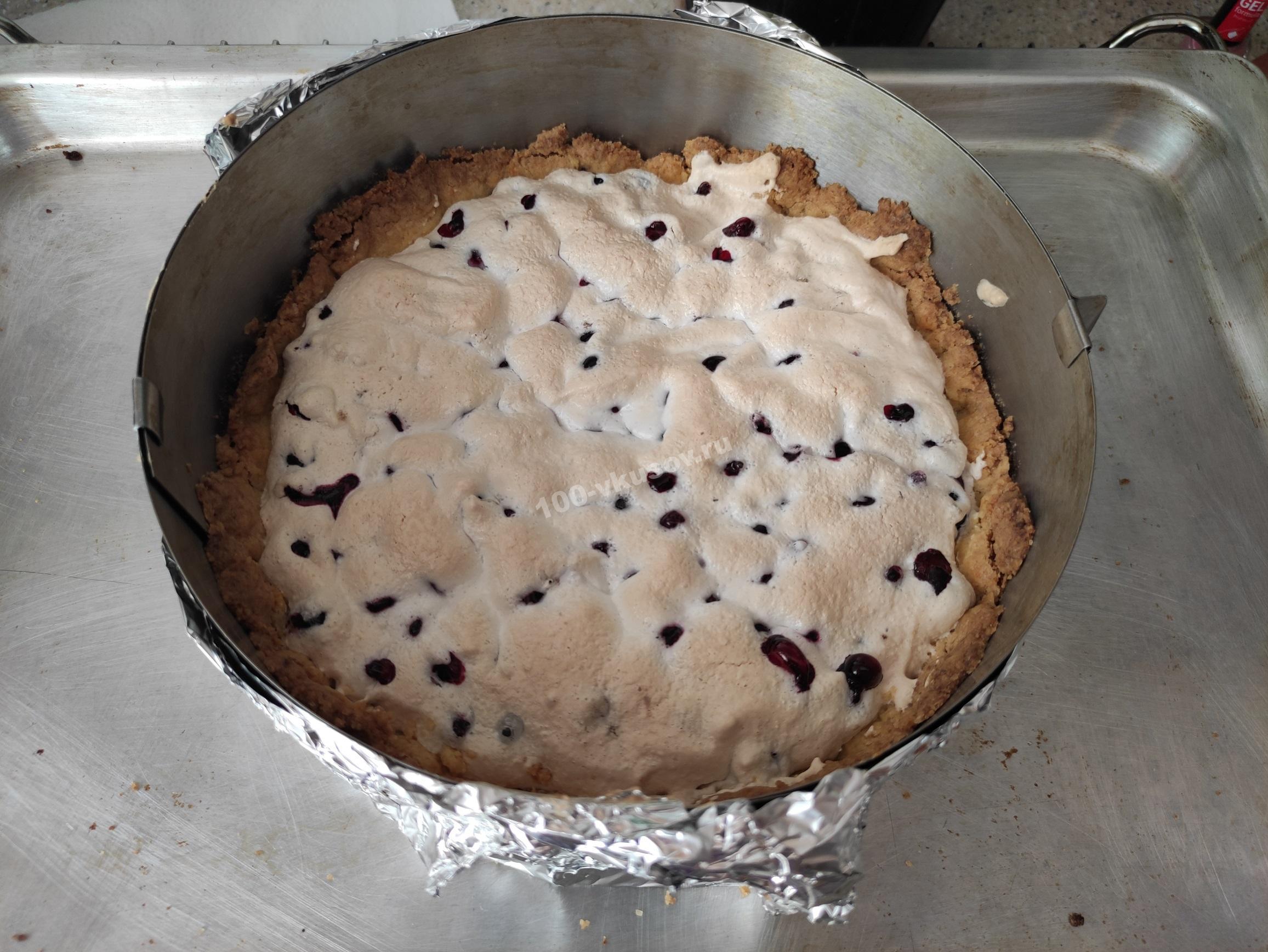 Пирог с замороженной смородиной в форме