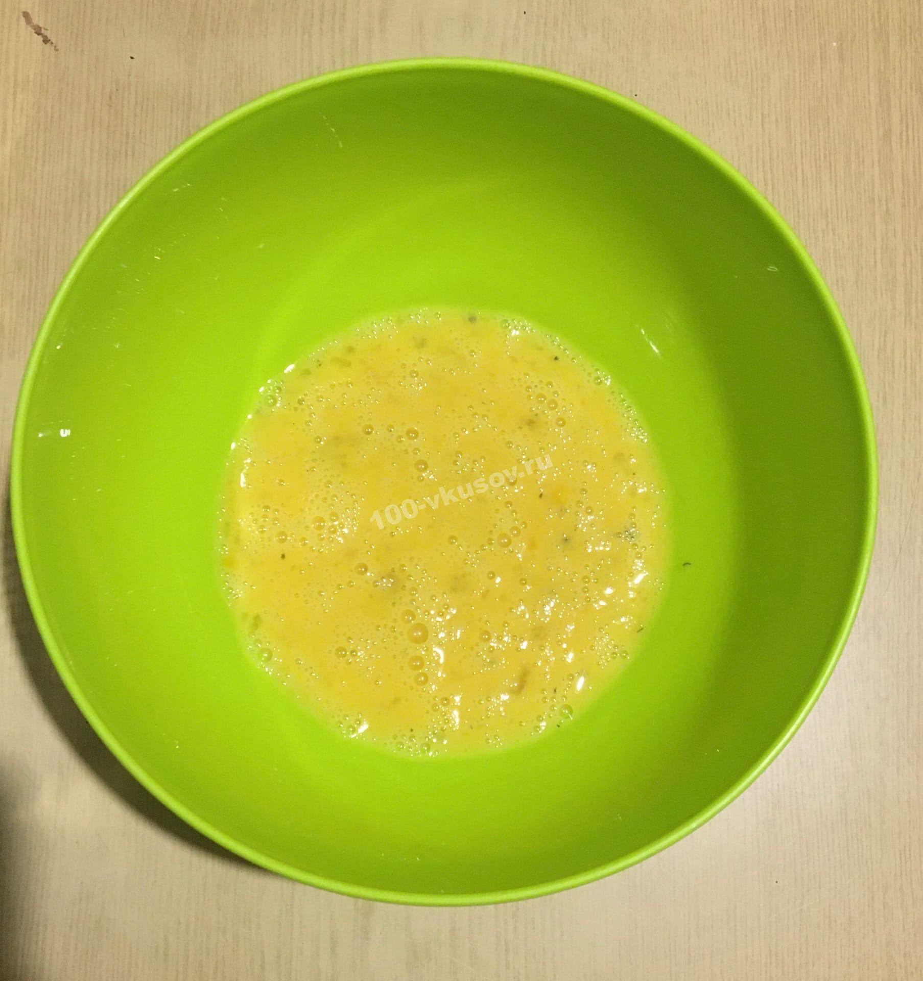 Взбитые яйца для сырных шариков