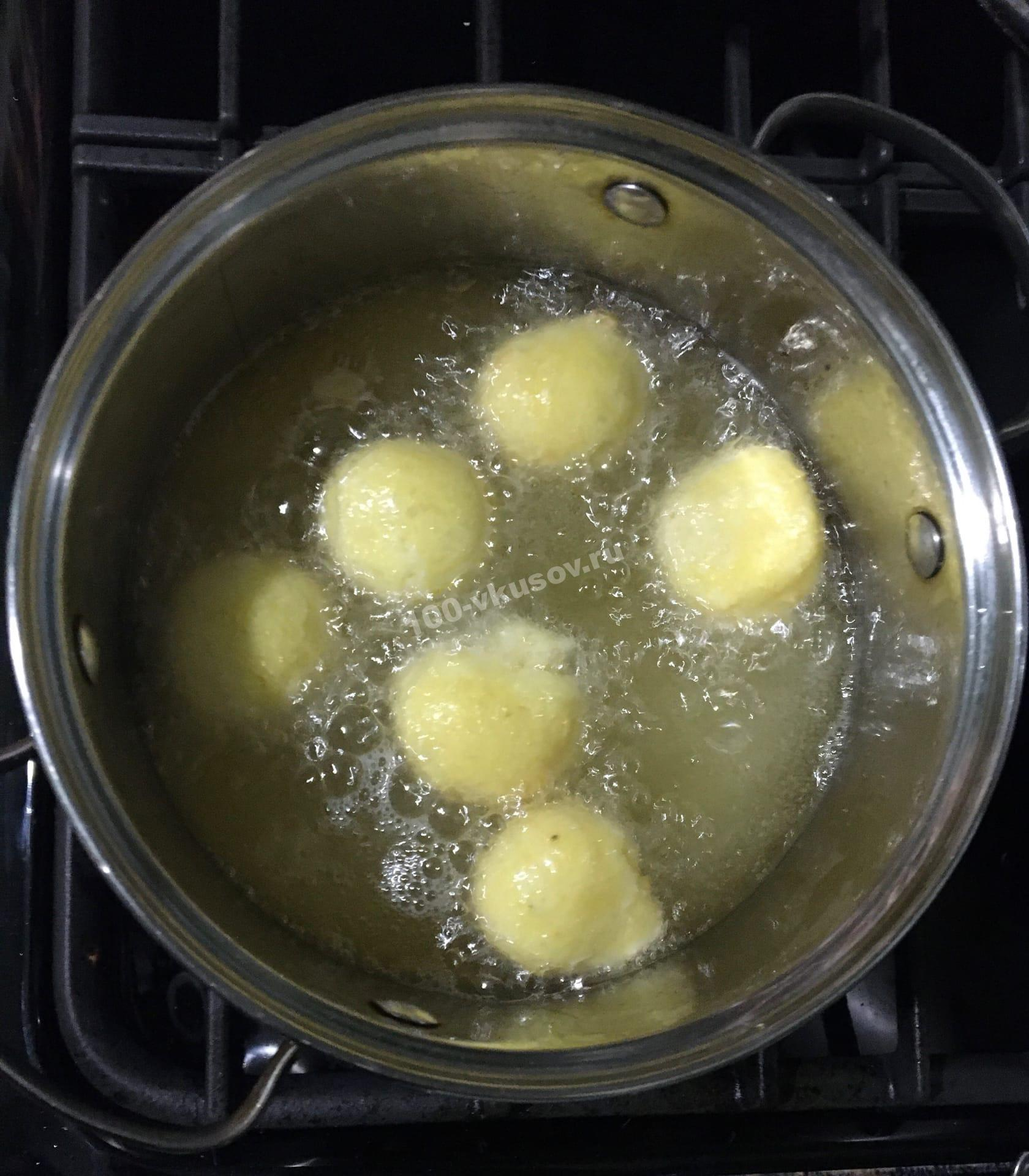 Жарим сырные шарики
